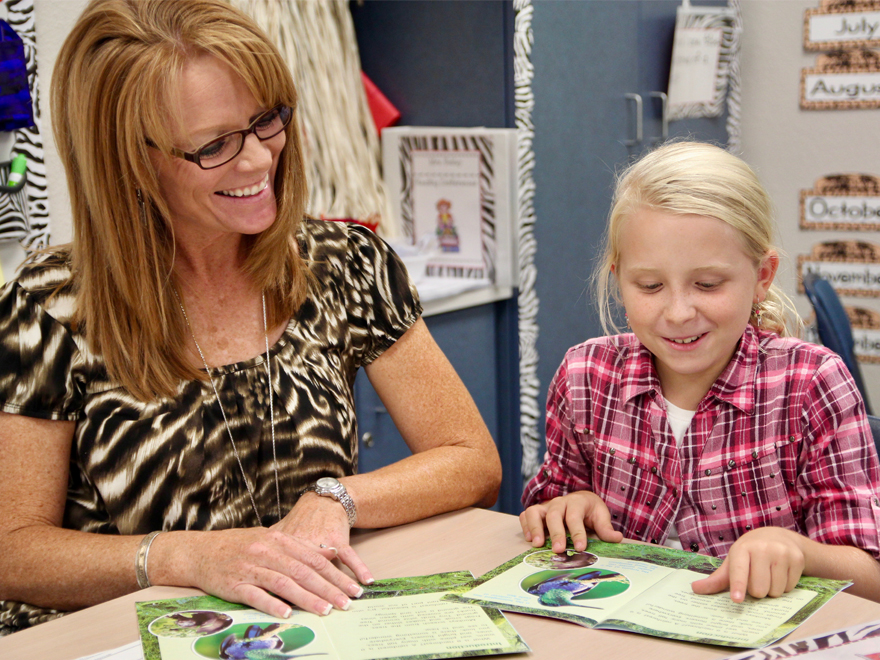 Become a Volunteer at Oakstead Elementary!